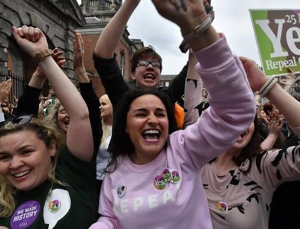 Mulheres comemoram resultado de referendo sobre aborto na Irlanda