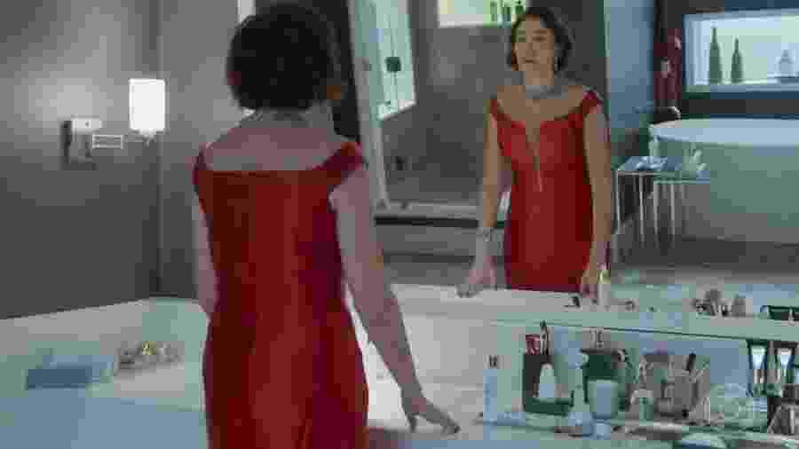 Valentina Marsalla (Lília Cabral) com vestido vermelho pelo terceiro dia - Reprodução/Globo
