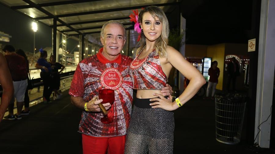 """Chiquinho Scarpa e sua namorada Luana Risério: """"Bailes com gente bonita e bem vestida ficaram no passado"""" - Cláudio Augusto/Brazil News"""