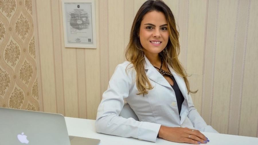 Marina Aguiar se formou em medicina e se especializou em transplantes para tratar pacientes com leucemia, doença que enfrentou e superou na adolescência - Arquivo pessoal/BBC