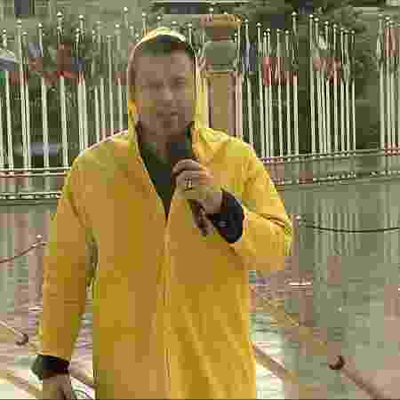 O bispo Renato Cardoso entra ao vivo, falando das chuvas, no horário comprado da Igreja Universal na RedeTV! - Reprodução