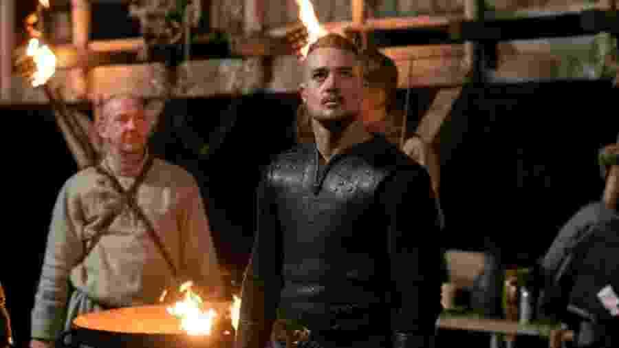 """Uhtred em cena da quarta temporada de """"The Last Kingdom""""; Elenco soube da renovação por vídeochamada - Divulgação"""