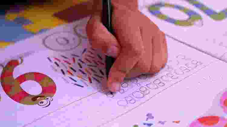 Filho da publicitária Nathalia Rebouças faz aula em casa durante a quarentena - Glória Maria/UOL - Glória Maria/UOL