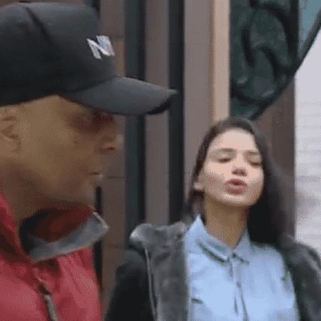 Fernandinho Beat Box e Jakelyne Oliveira cantam e dança em comemoração da comida - Divulgação/RecordTV - Divulgação/RecordTV