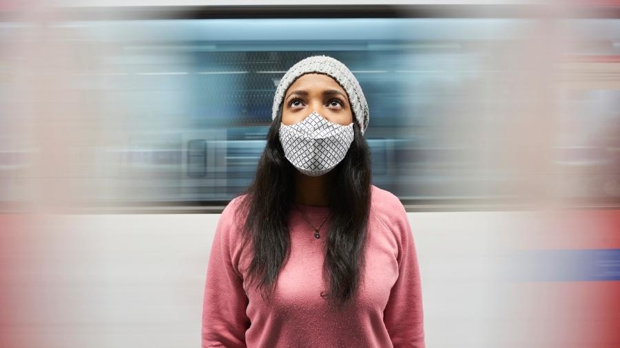 Máscaras de tecido perdem a vez na Alemanha: a partir de segunda-feira todos os cidadãos deverão usar máscaras N95 e máscaras cirúrgicas.  - Getty Images/iStockphoto