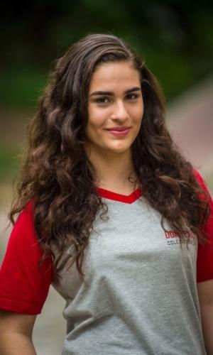 Júlia (Lívian Aragão) é estudante do precário colégio Dom Fernão. Ótima aluna, querida pelos professores e defensora dos amigos, ela conquista o coração de todas as pessoas ao seu redor