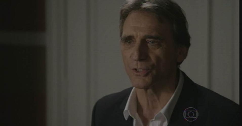 """28.ago.2015 - Otávio (Herson Capri) aparece de surpresa, confronta Beatriz e diz que irá fazê-la sofrer em """"Babilônia"""""""