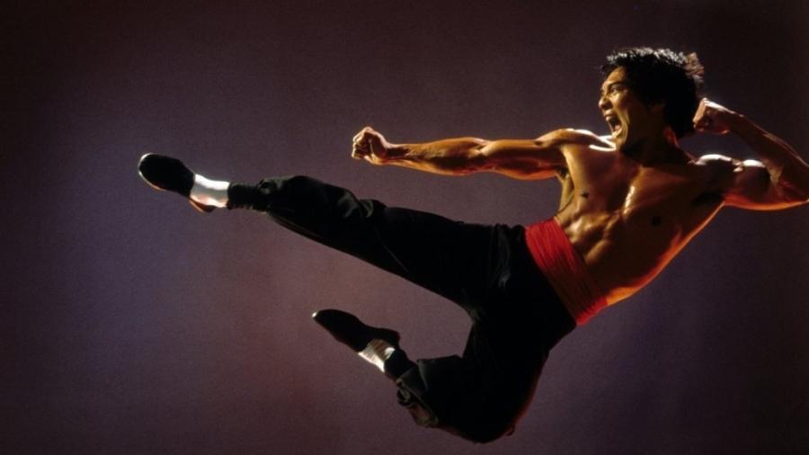 """O ator americano Jason Scott Lee, que fez o papel de Bruce Lee no filme """"Dragão: A História de Bruce Lee"""" - Divulgação"""