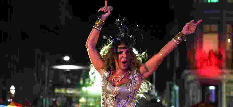 Elba Ramalho no Carnaval 2015, em show no palco do Marco Zero, no Recife - Eduardo Queiroga /UOL