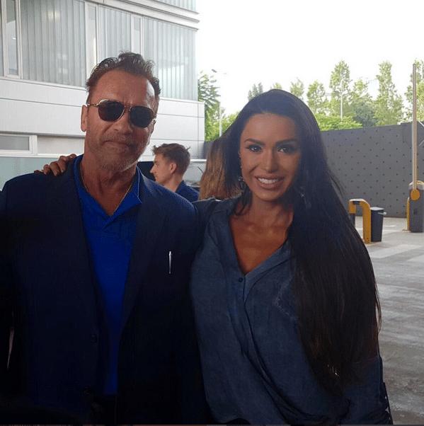 Gracyanne Barbosa faz selfie com Arnold Schwarzenegger