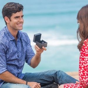 """Felipe pede Shirlei em casamento em cena de """"Haja Coração"""" - Reprodução/GShow"""