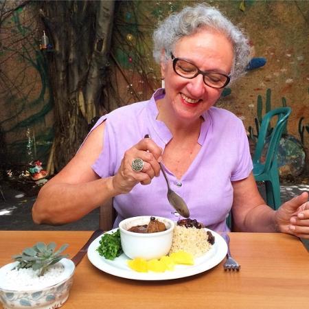 Marie Attia, 60, saiu da vida corporativa e tornou-se dona de um restaurante vegetariano - Divulgação