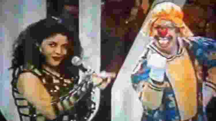 """Beth Guzzo se apresenta no programa """"Bozo"""" e dança ao lado do pai, Valentino Guzzo (Vovó Mafalda) - Reprodução/SBT - Reprodução/SBT"""