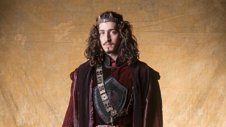 Johnny Massaro vive o príncipe Rodolfo em Deus Salve o Rei - João Miguel Junior / TV Globo