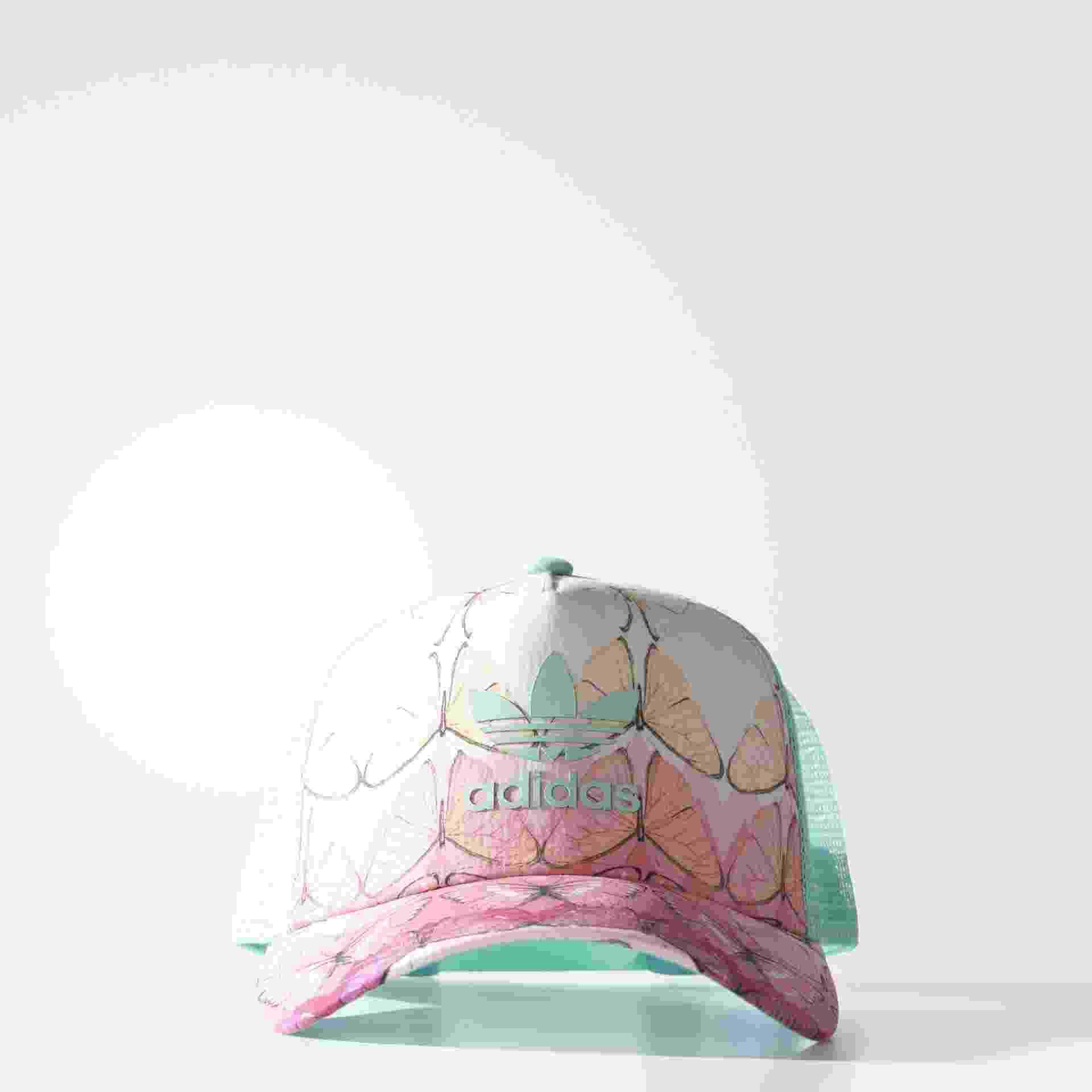 Boné com estampa de borboleta, R$ 129,99, Adidas, adidas.com.br - Divulgação