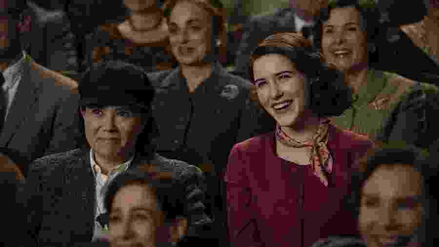 """Alex Bornstein e Rachekl Brosnahan em cena de """"The Marvelous Mrs. Maisel"""" - Divulgação"""