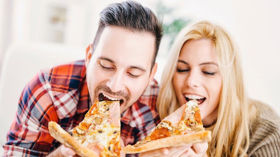 """Até a borda da pizza entrou na brincadeira do """"casal moderno"""" - iStock"""