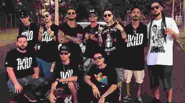 Lucas Lucco posa com integrantes do 1Kilo - Reprodução - Reprodução