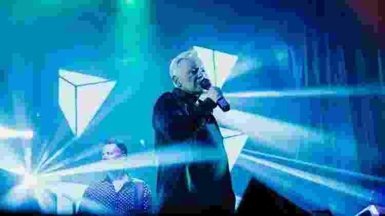 Bernard Sumner em show do New Order - Joshia Hanford - Joshia Hanford