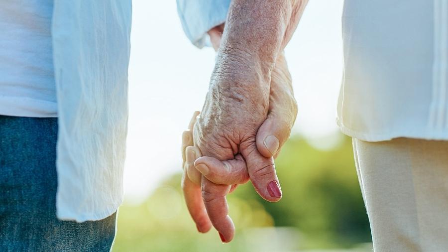 180 pessoas na casa dos 90 anos e 135 pessoas centenárias participaram da pesquisa - iStock