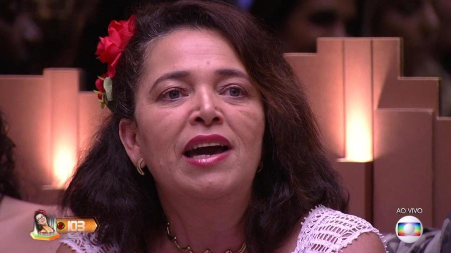 Tereza ouve Tiago Leifert comentar o resultado do sétimo paredão - Reprodução/TvGlobo
