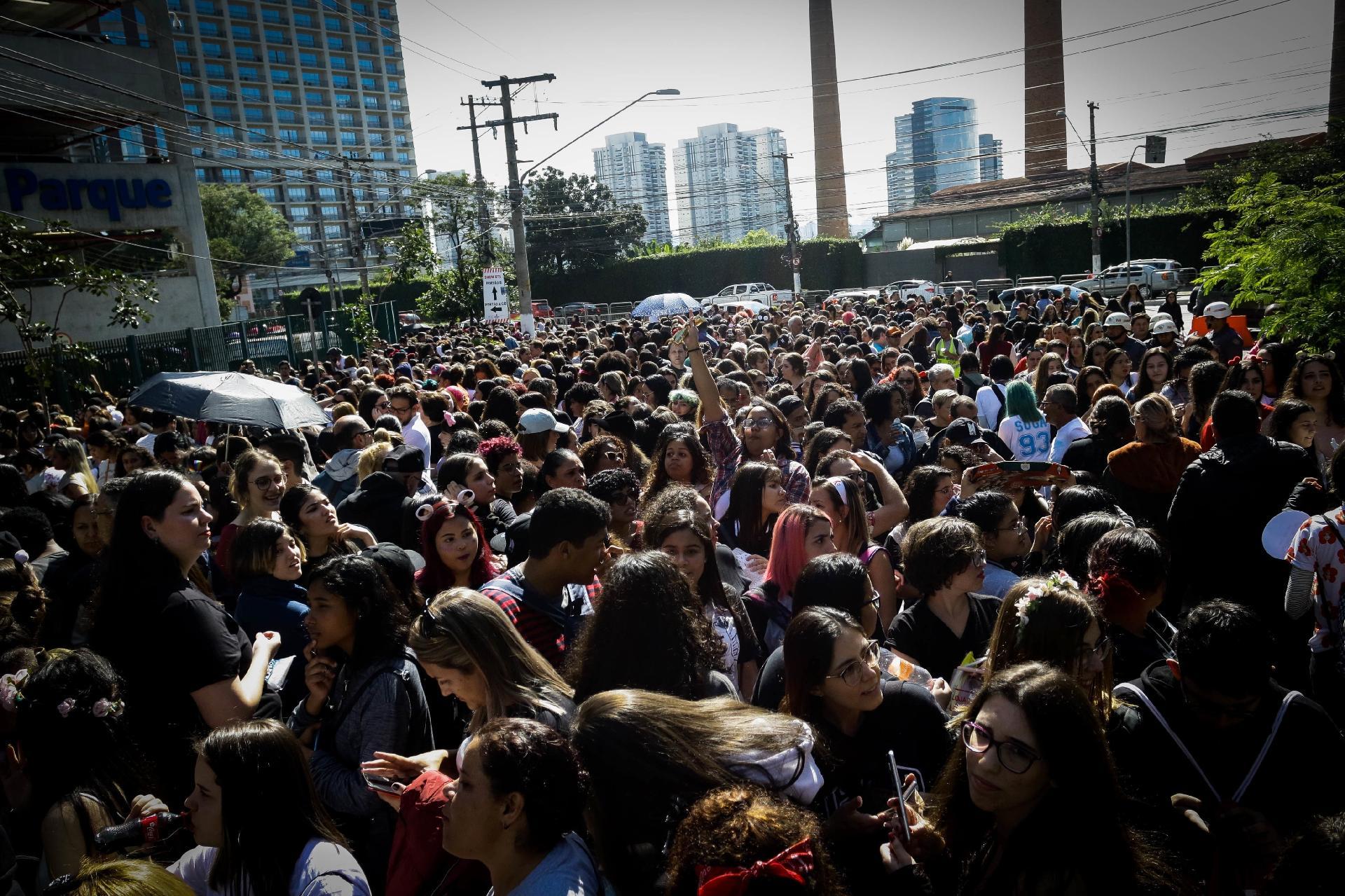 Bts Impressiona São Paulo Com Show De Tecnologia Samba E