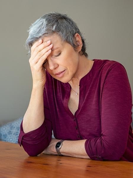 Irritabilidade e alteração do sono são alguns dos sintomas observados após o climatério - Istock