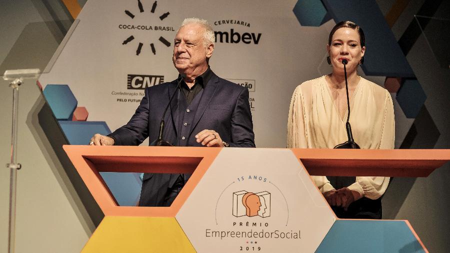 Antônio Fagundes e Leandra Leal foram os apresentadores da cerimônia de premiação do Empreendedor Social 2019 - Reinaldo Canato/Folhapress