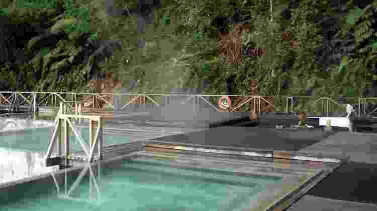 Piscinas e águas quentes na Ensenada Pérez, aos pés do vulcão Macá e às margens do Fiorde Aisén - Eduardo Vessoni/UOL - Eduardo Vessoni/UOL