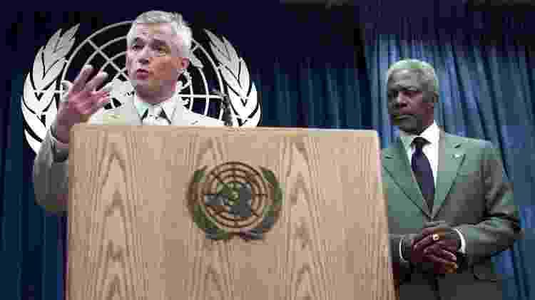 Sérgio Vieira de Mello com o Secretário Geral da ONU Kofi Annan em foto de 2002 - Matt Campbell/AFP Photo