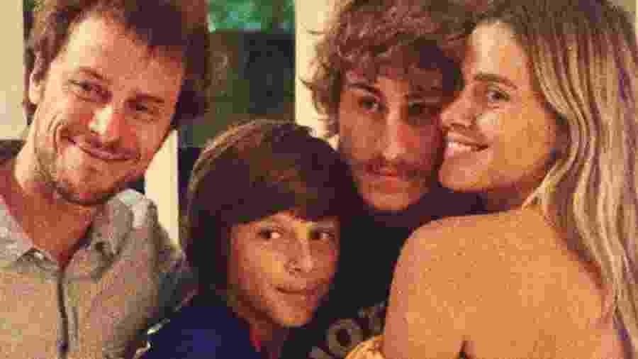 Carolina Dieckmann com os filhos, Davi e José, e o marido, Tiago Worcman - Reprodução/Instagram