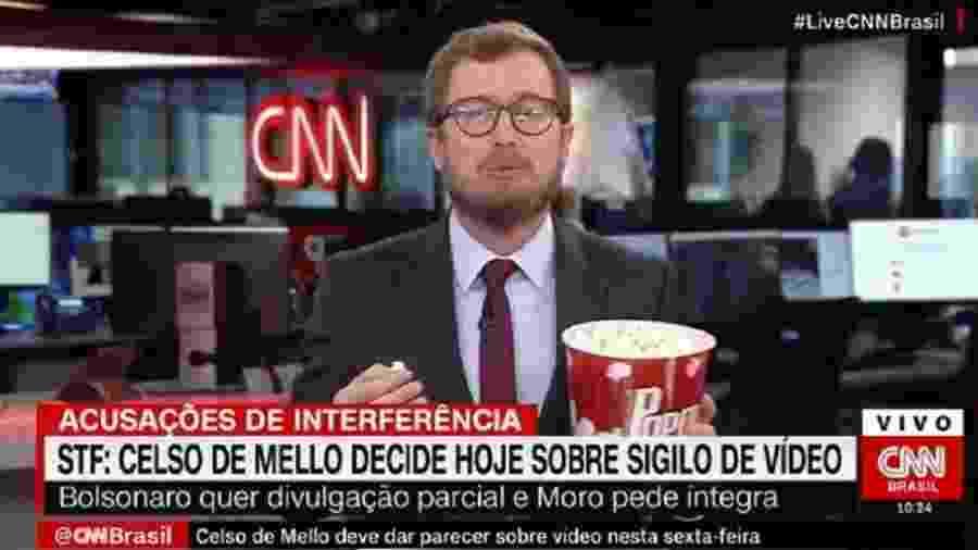 Leandro Narloch, da CNN, come pipoca no ar para ilustrar expectativa por divulgação de vídeo de reunião ministerial  - Reprodução/CNN