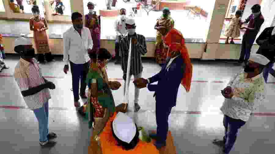 Casamento indiano sendo celebrado durante a pandemia do coronavírus - Hindustan Times/Hindustan Times via Getty Images