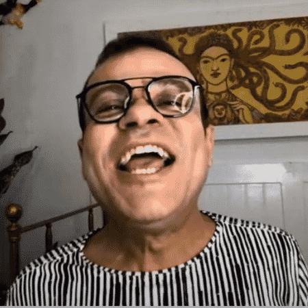 O ex-BBB Daniel Rolin em live - Reprodução/YouTube