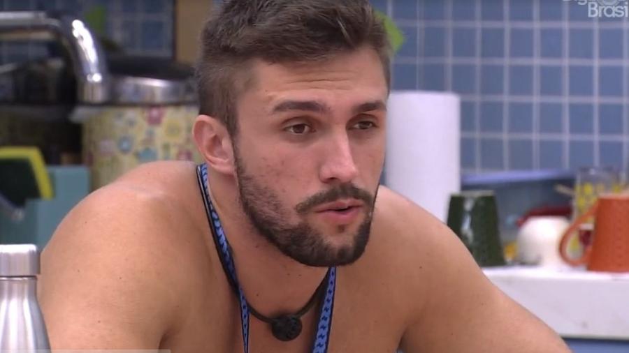 BBB 21: Arthur conversa na cozinha da xepa - Reprodução/ Globoplay