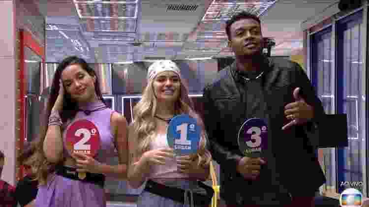 Pódio de Viih Tube no início do reality com Juliette em segundo lugar e Nego Di em terceiro - Reprodução/ Globoplay - Reprodução/ Globoplay