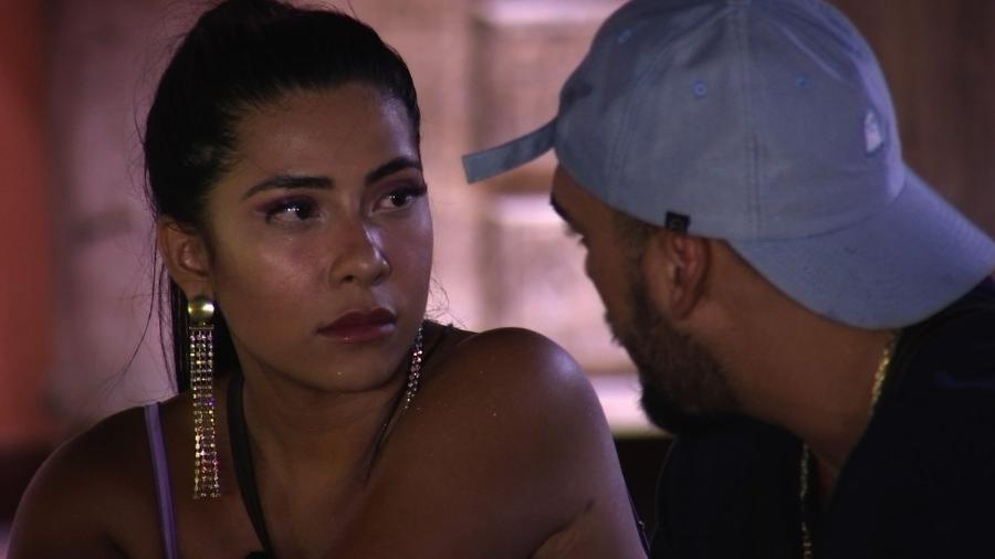 Ingrid Ohara conversa com Pedro Ortega - Reprodução/MTV