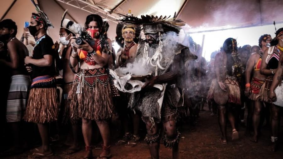 Performance na Praça dos Três Poderes por mudança no critério de demarcação de terras indígenas - Scoot Hill/ Divulgação