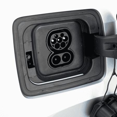 Bocal do carregador de energia elétrica do BMW i3 - Murilo Góes/UOL