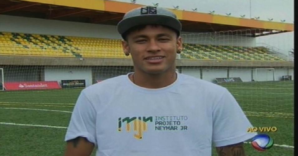 """17.ago.2015 - Neymar manda mensagem de boas-vindas a Xuxa na estreia dela na Record. Recentemente, a """"Rainha dos Baixinhos"""",  foi recebida pelo jogador no Instituto Neymar Jr"""