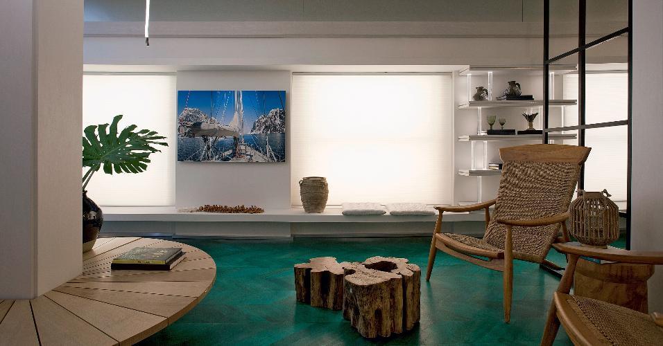 O Living da Família, na edição 2016 da Casa Cor São Paulo, é inspirado em amantes do velejar. Na composição do espaço, poltronas de fibra e o sofá com