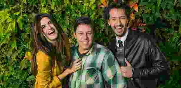 O diretor Johnny Martins com os apresentadores Isabella Fiorentino e Arlindo Grund - Divulgação
