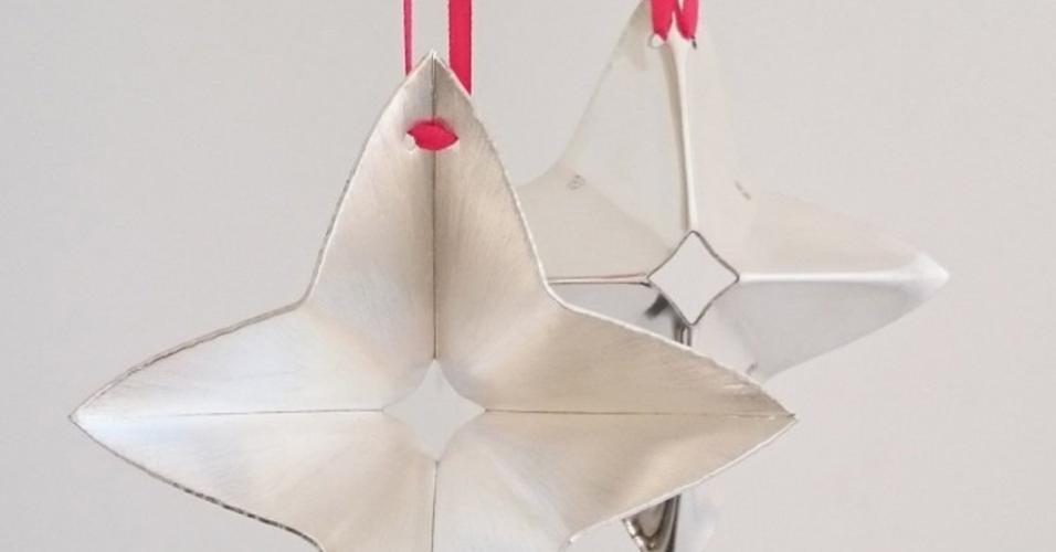 Em prata maciça, os pendentes assinados pelo inglês Chistopher Perry (www.christopher-perry.co.uk) são um luxo para sua árvore. Cada unidade custa 95 libras ou R$ 403,78 (cotação do dia 9.12.2016)