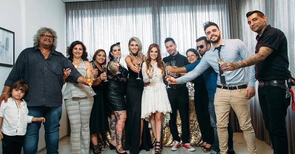 """Clara Aguilar, ex-participante do """"BBB14"""", se casa com o engenheiro de som e produtor musical Giu Draga em São Paulo"""