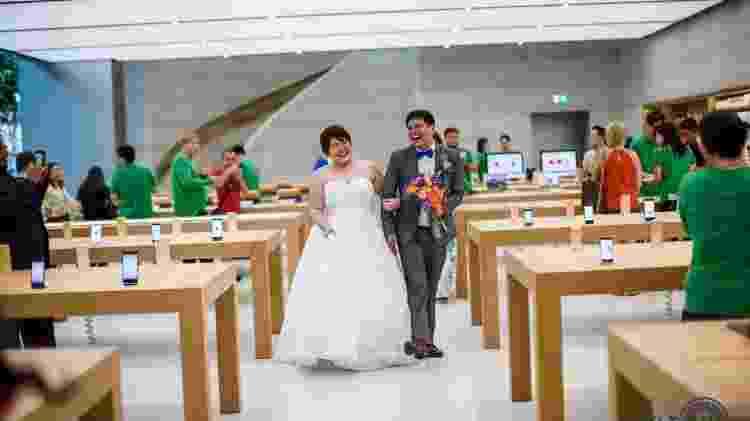 Jermyn Wee e Chia Suat Huang fizeram ensaio de fotos do casamento na única loja Apple de Cingapura - Reprodução/Yip Weili/Weili Yip Creations - Reprodução/Yip Weili/Weili Yip Creations