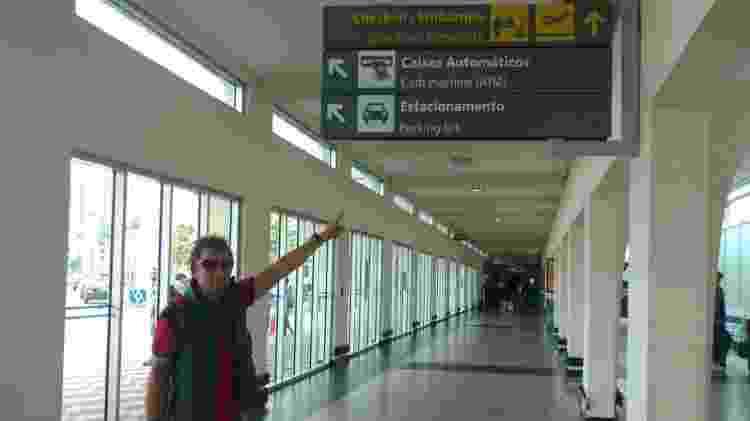 Zé Congonhas diz que o aeroporto é como sua segunda casa: Há quase 30 anos ele fotografa famosos no saguão do desembarque - Felipe Pinheiro/UOL - Felipe Pinheiro/UOL