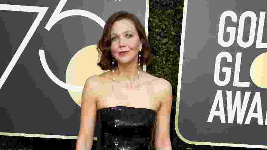 Maggie Gyllenhaal chega ao Globo de Ouro 2018 - Getty Images