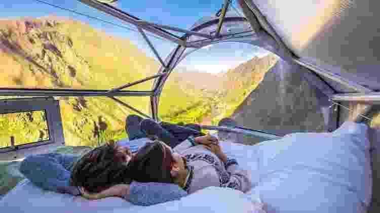 Casal curte hospedagem em uma das Skylodge Adventure Suites, no Peru - Divulgação/Natura Vive - Divulgação/Natura Vive