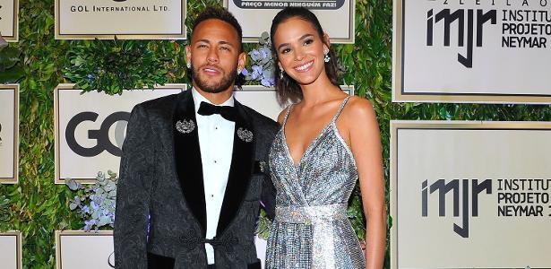Neymar com Bruna Marquezine. Atacante fez primeira aparição pública após a Copa