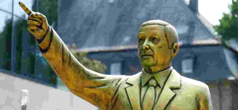 A estátua de Tayyip Erdogan, presidente da Turquia, em uma exposição de arte em Wiesbaden, na Alemanha - REUTERS/Ralph Orlowski